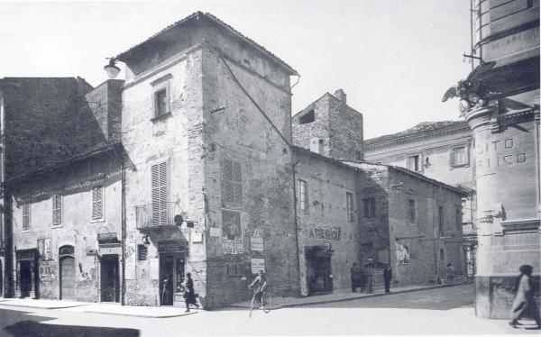 Immagini dell 39 antico palazzo delfico for Immagini di case antiche